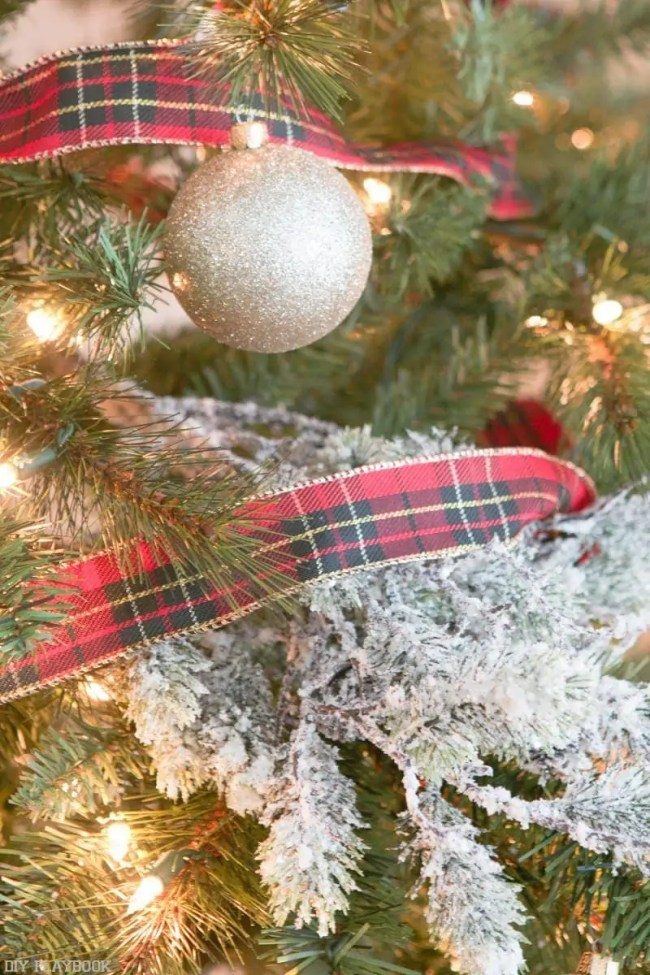 michaels-christmas-tree-2016-plaid-riboon-flocks
