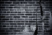 crumbling brick wall B&W (123RF)