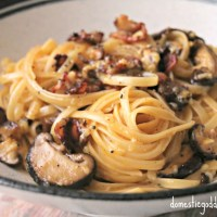linguine carbonara with bacon and mushrooms