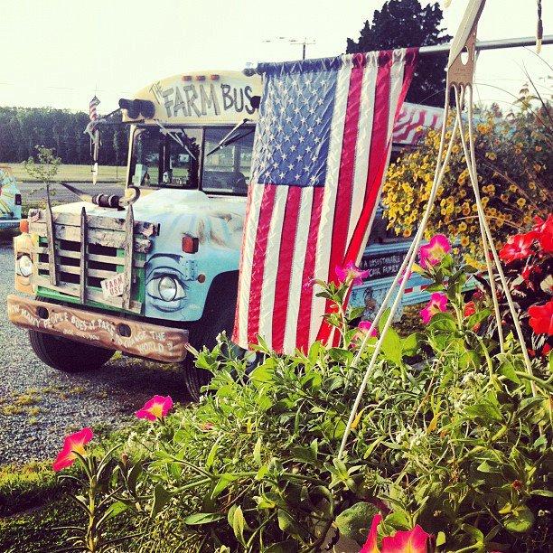 farmbus_flag