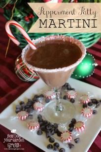 Peppermint Patty Chocolate Martini - www.thefarmgirlgabs.com