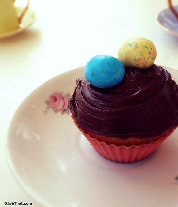 Simple Peanut Mocha Icing Easter Cupcake recipe photo