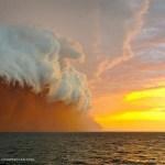 "Amazing ""wall of sand"" hits Australia"