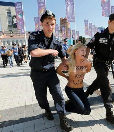 Free Pussy Riot supporters hit Patriarch - Femen Kill Kirill  (2/4)