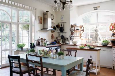 A Touch of English Interiors Style-THE GLOSS