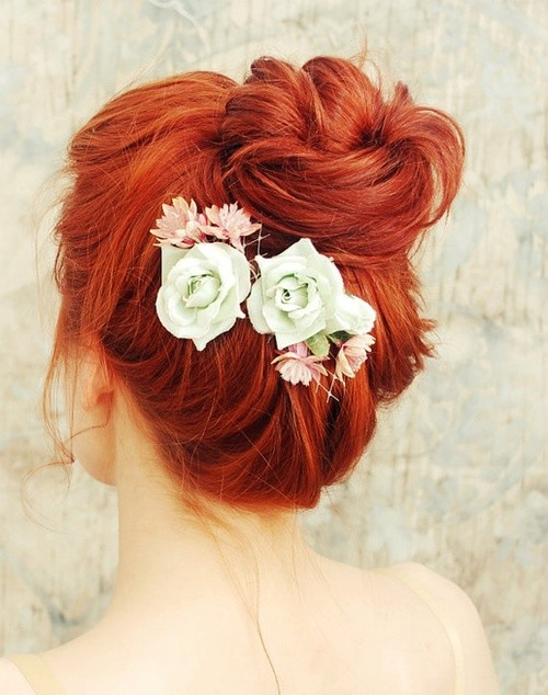 Red loose bun