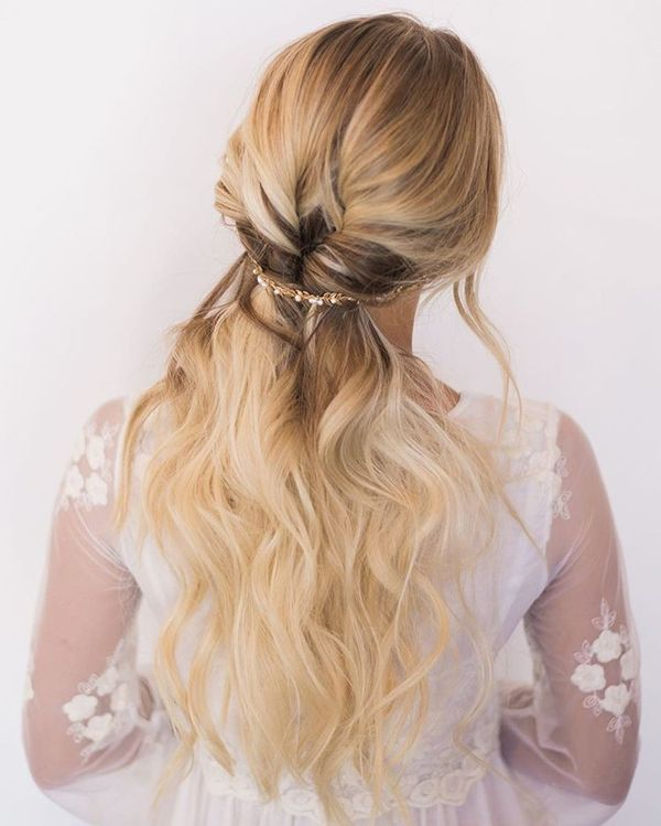 Simple and Romantic Bridal Hair