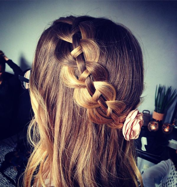 Delightful Hairstyle with a Soft Floral Accessory