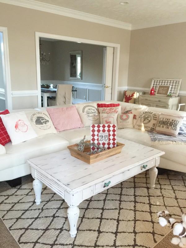 Holiday-Home-LivingRoom2