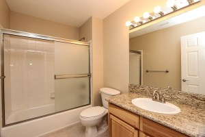 031_FOR_SALE_24153_Via_Mirola_Temecula_De_Luz_VIANEY_OJEDA_909.942.6165_Bathroom_2