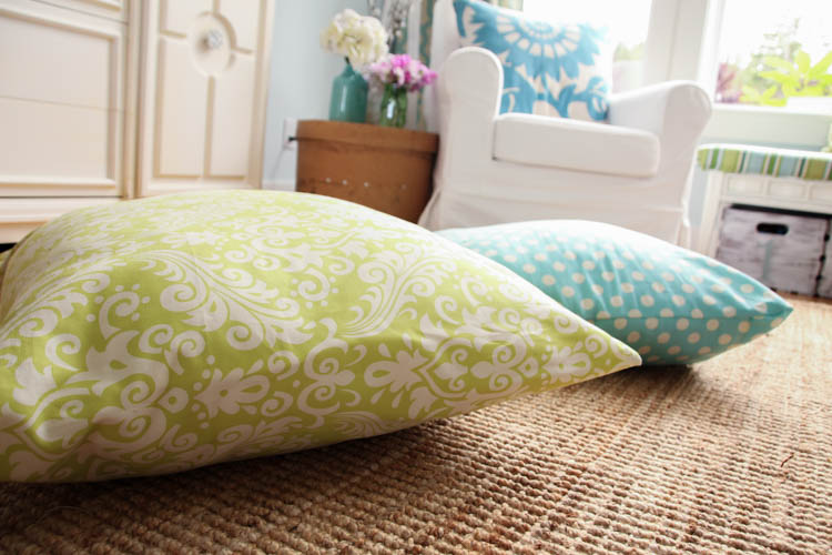 Floor Cushions Diy. Awesome Tutorial On How To Make These DIY Giant Floor  Pillows 5