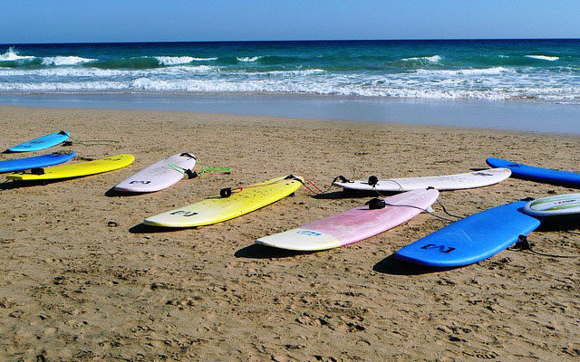5 Rules to Stay Safe While Surfing
