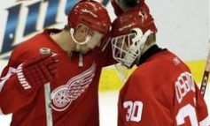 Lidstrom's Late Power-Play Goal Lifts Wings Over Phoenix