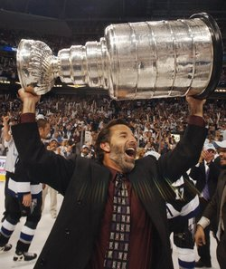 Back in 2004, when Tortorella and Richards spent some time with Lord Stanley (AP photo/Chris O'Meara)
