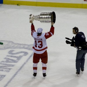 Datsyuk-with-the-cup-300x300