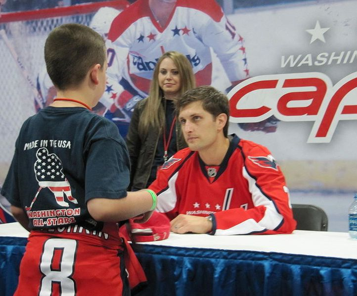 Brian Pothier signs an autograph for a young fan. (Photo from Gary McCabe)