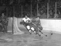Gordie Howe's goals per arena