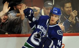 Report: Alex Burrows Willing to Waive No Trade Clause
