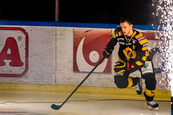 Lindstrom spent the past four seasons playing in Sweden