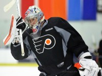 Evan Smith's height conjures up not too distant memories of Anthony Stolarz being highly coveted by NHL teams before the 2012 NHL Entry Draft. [photo: Amy Irvin]