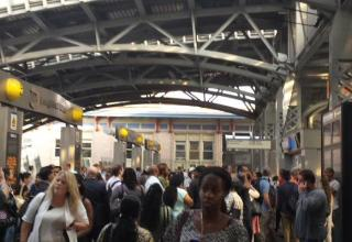 Commuters in the main waiting area at Jamaica station Wednesday morning. (Jamie Martines/The Ink)