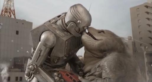 Monster and Robot kiss in Hummer H3 TV Ad