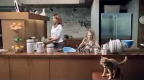 Kitchen in Canon Selphy TV ad