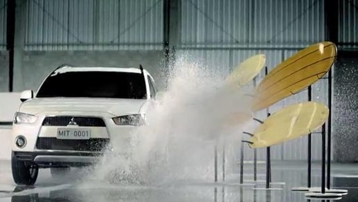 Mitsubishi Outlander in Obstacles commercial