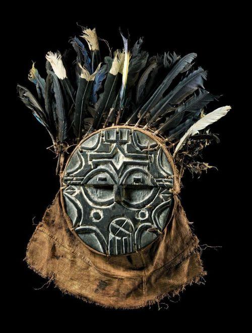Mask-feathers-beard