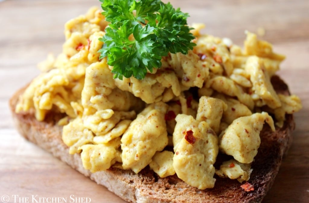 Clean Eating Spicy Scrambled Eggs – The Kitchen Shed