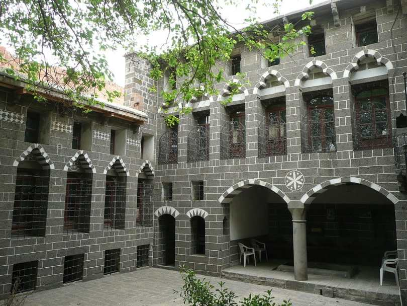 1024px-Diyarbakir_P1050709_20080427133413