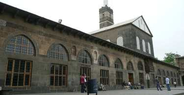 1024px-Diyarbakir_P1050751_20080427135832