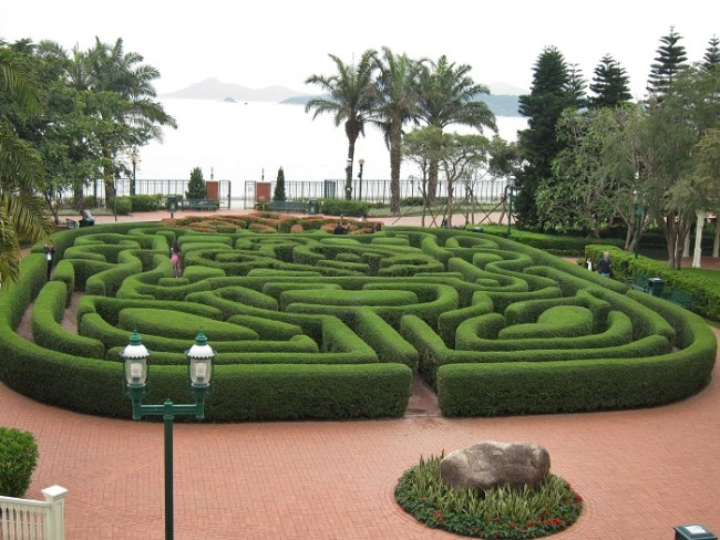 Hedge Maze at Hong Kong Disneyland Hotel