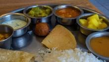 Un déjeuner végétarien, dans le style indien. | Photo par javajoba, Flickr.