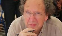 Kenneth White photographié durant l'édition 2009 de la Comédie du Livre à Montpellier en France. | par Gary Drechou