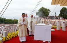 Pope Francis uses incense as he celebrates Mass to mark the 1,050th  anniversary of the baptism of Poland near the Jasna Gora Monastery in Czestochowa, Poland, July 28. (CNS photo/Paul Haring) See POPE-POLAND-JASNA-GORA July 28, 2016.