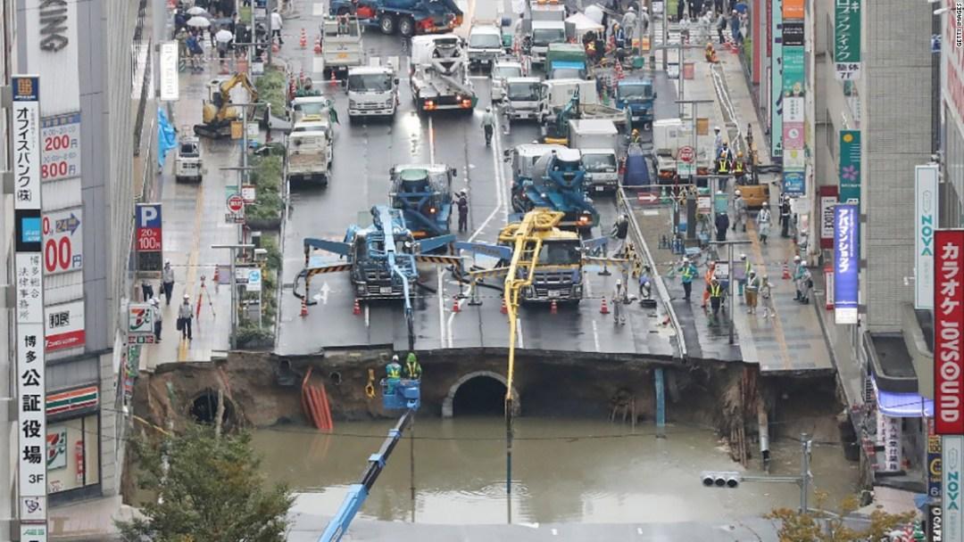 japan sinkhole 2016.jpg