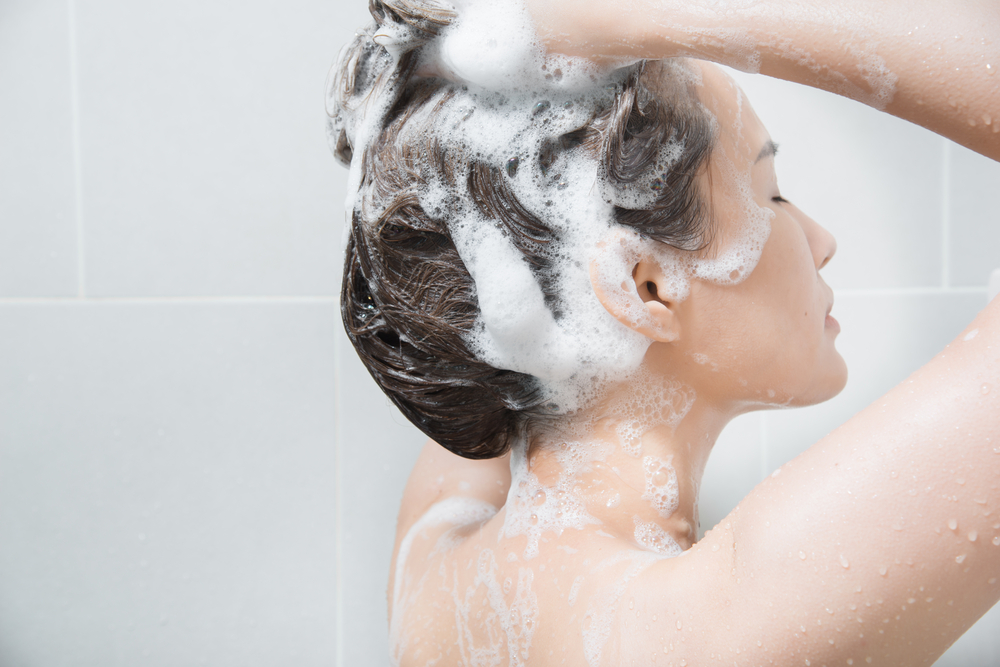 Washing your hair with shampoo correctly, how to rub and rinse
