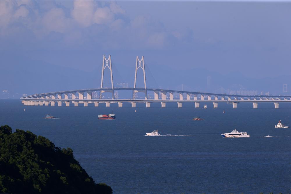 China opened the world's longest sea bridge, connecting Hong Kong, Macau and Zhuahi