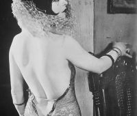 An example of the backless dress that became so popular