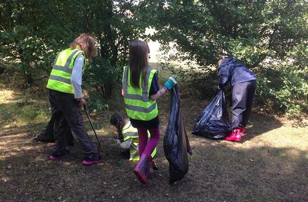 Children helping pick litter on Jasmine Road. Photo: Cllr Rosanne Kirk
