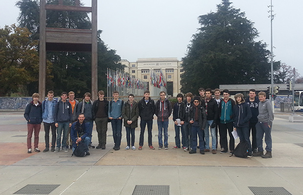 The group of 20 Physics students from William Farr.