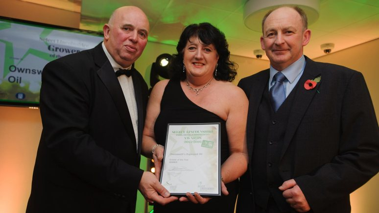 Colin Davie, Executive Councillor for Economic Development, Environment, Strategic Planning and Tourism at Lincolnshire County Council presenting the award for Grower of the Year to Ownswortlh's Rapeseed Oil Photo: Steve Smailes for The Lincolnite