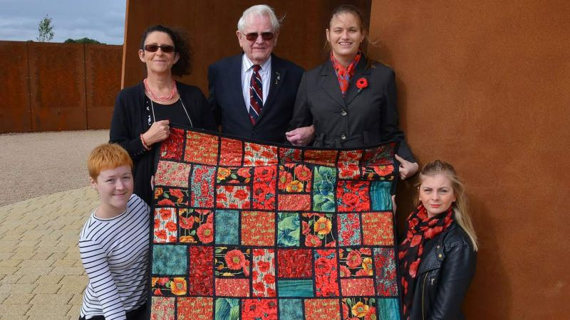 Showing off the Winning Quilt: (L-R) Porscher Morgan (Lincoln BIG), IBCC Director Nicky Barr, Veteran Les Rutherford, Michele Sims (Lincoln VIC Manager) and Laura Hall (VIC).