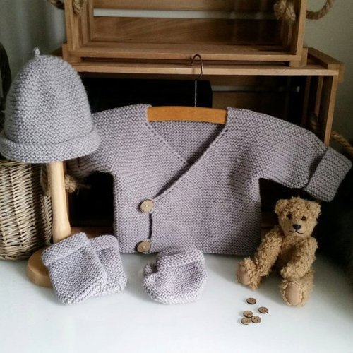 Easy Knitting Patterns Uk : Beginner s easy pram set knitting pattern the little