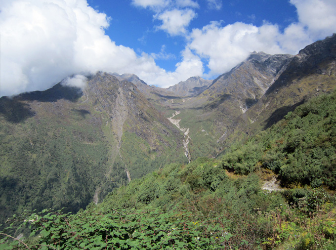 thelocalist.com-Nepal-trekking-landscapes