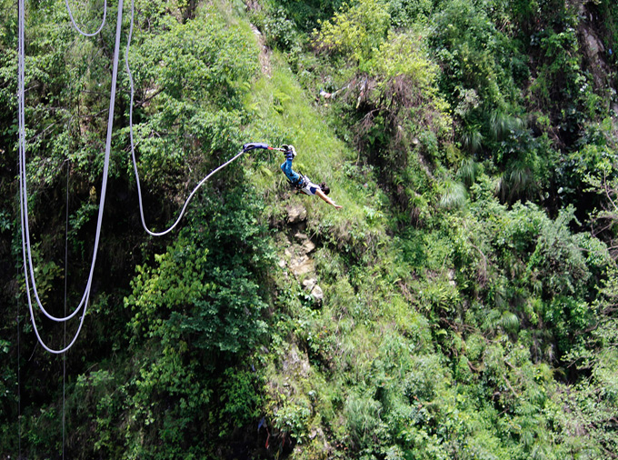 thelocalist-com_bungy_jump_nepal4