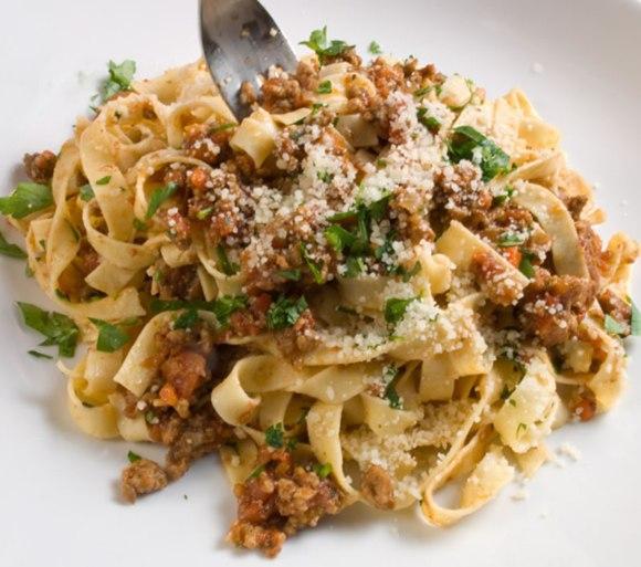 Plate and fork Web Italian Bolognese Sauce (Ragù)