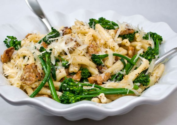 Serving 1 Strozzapreti Pasta with Spicy Italian Sausage, Broccolini & Garlic Crema