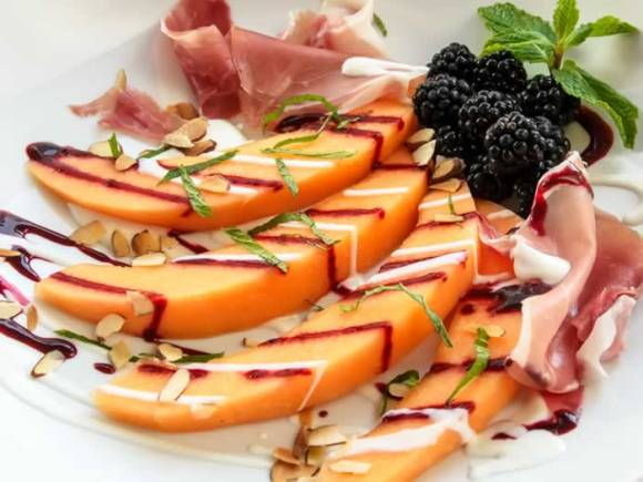 Cantelopue and blackberries 2 Tuscan Melon & Blackberry Salad with Prosciutto & Yogurt Chevre Dressing